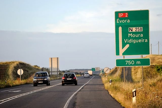 Alquilar un auto en Évora en Portugal: Ahorra mucho
