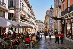 Hacer un paseo por el Bairro Chiado de Lisboa