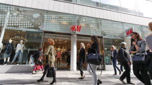 Compras en la tienda H&M en Lisboa