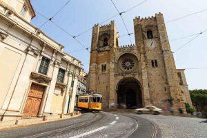 Tranvía 28 en la Sé de Lisboa