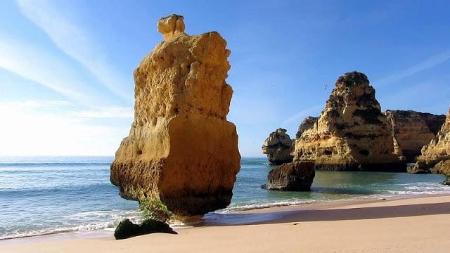 Rocas de la Praia da Marinha (Playa de la Marina)