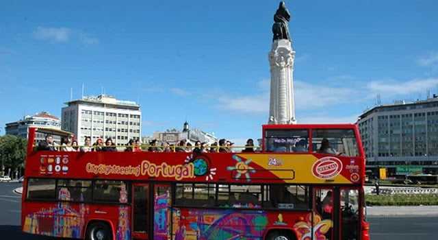 Paseo en autobús turístico en Lisboa