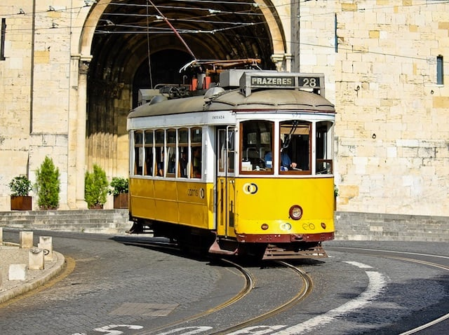 Paseo en el Elétrico 28 (Tranvía 28) en Lisboa