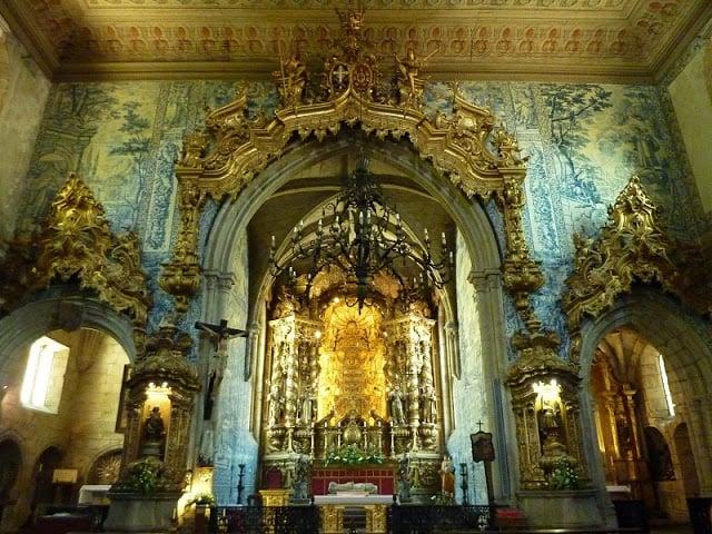 Altar mayor de la Iglesia de São Francisco en Guimarães