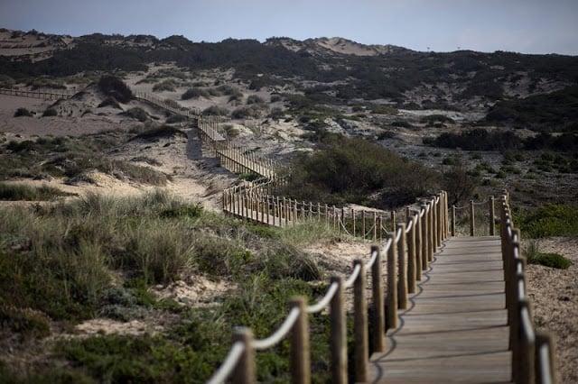 Rampa con acceso a la playa Praia da Cresmina