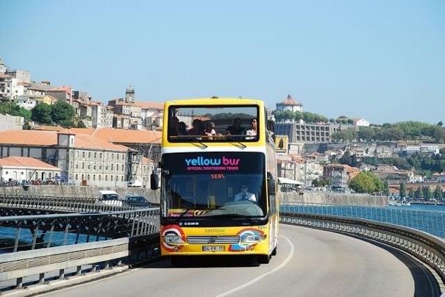 Paseo de Yellow Bus en Oporto