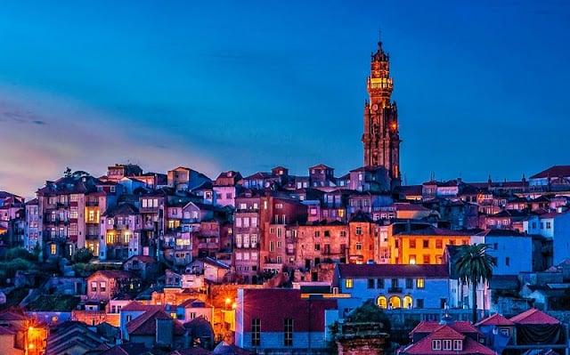 Torre dos Clérigos en Oporto