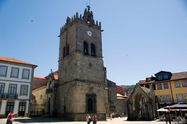 Iglesia Nuestra Señora da Oliveira en Guimarães