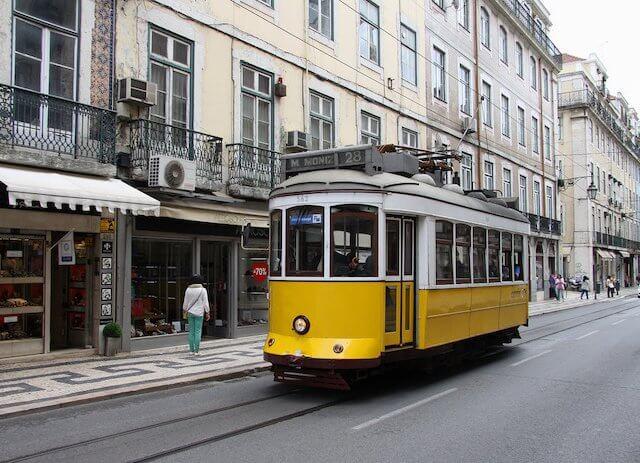 ¿Paseo en el Tranvía 28 o en el Tranvía Rojo en Lisboa?